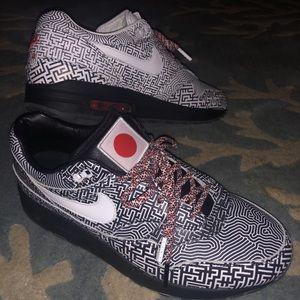 Nike Tokyo maze size 9.5